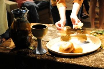 communion_hands_breaking_bread